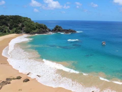 1. Baía do Sancho, Fernando de Noronha, Brasil.