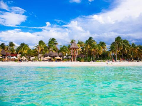 9. Playa Norte, Isla Mujeres, México.