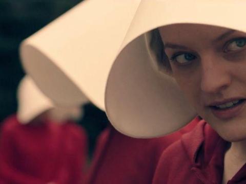 """1 millón de dólares — Elisabeth Moss, """"El cuento de la criada"""" (Hulu)"""