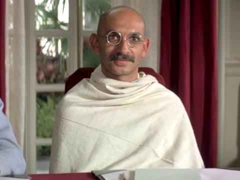"""Gandhi"" dirigida por Richard Attenborough."