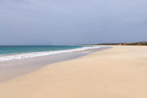 25. Playa Santa Mónica, Cabo Verde, África.