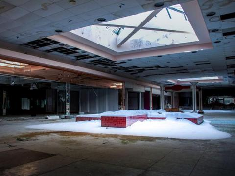 Four decades later, the mall fell victim to years of falling customer traffic.