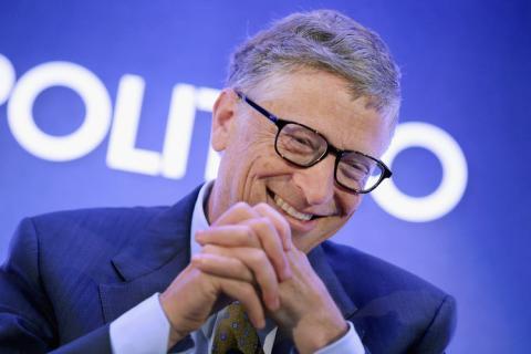 Bill Gates, fundador de Microsoft, riéndose