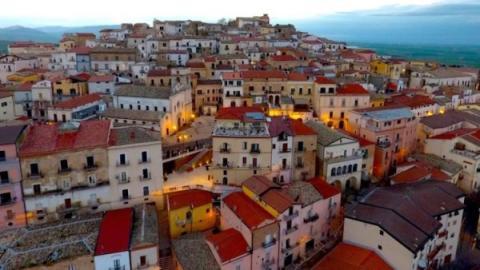 Candela, pueblo de Italia.