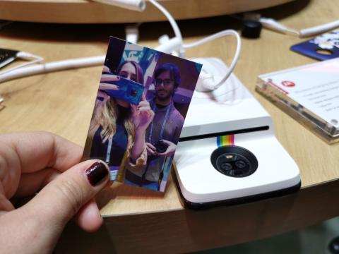 El Moto Mod Polaroid Insta-Share.