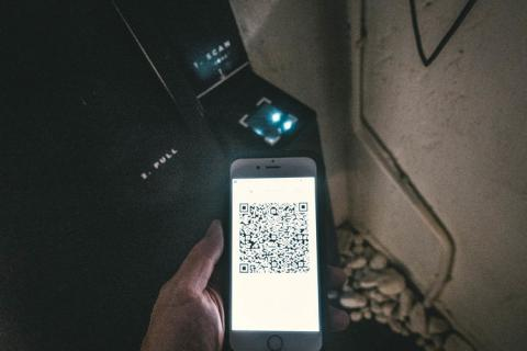 Código QR en el hotel cápsula SLEEEP de Hong Kong
