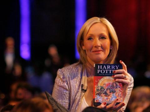 JK Rowling sujeta su libro Harry Potter.