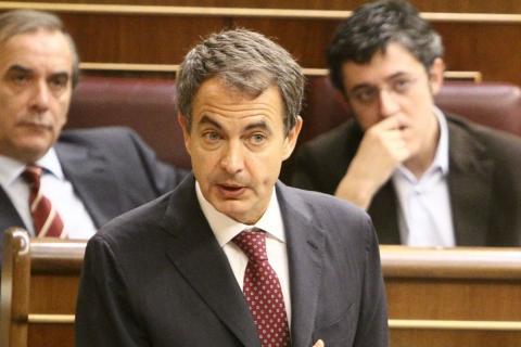 José Luis Rodríguez Zapatero, expresidente del Gobierno, junto a José Antonio Alonso (izquierda) y Eduardo Madina (derecha).