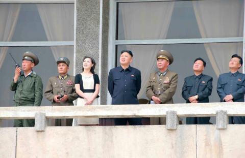 Kim Jong Un junto a su mujer Ru Sol Ju