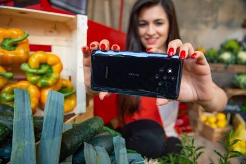 El Nokia 9 PureView y sus cinco cámaras de fotos traseras.