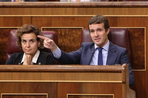 Pablo Casado gesticula en el Congreso.