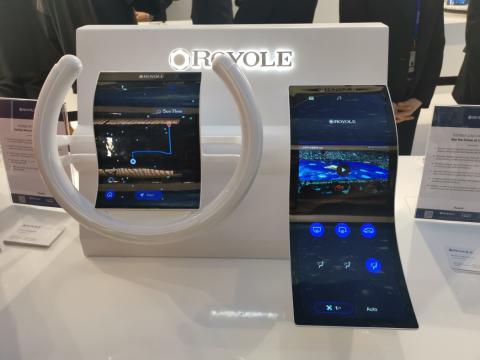 El salpicadero y una pantalla flexible de Royole.