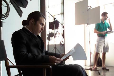 Un actor repasa su texto antes de una audición.