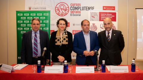 En el centro de la imagen, la ministra de Trabajo, Magdalena Valerio, y el presidente de ATA, Lorenzo Amor