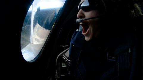 Beth Moses en su primer vuelo espacial.