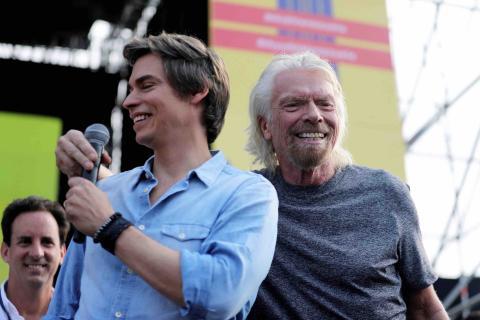 Richard Branson y Carlos Baute