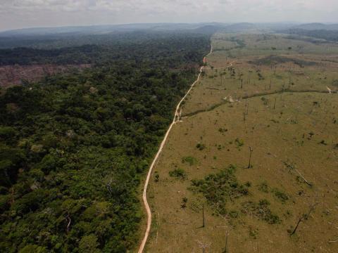Un área deforestada cerca de Novo Progresso, en el norteño estado brasileño de Pará, el 15 de septiembre de 2009.