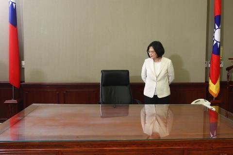 La presidenta de Taiwán, Tsai Ing-wen, tras la ceremonia de juramento de su cargo en el edificio presidencial en Taipei, el 20 de mayo de 2016.