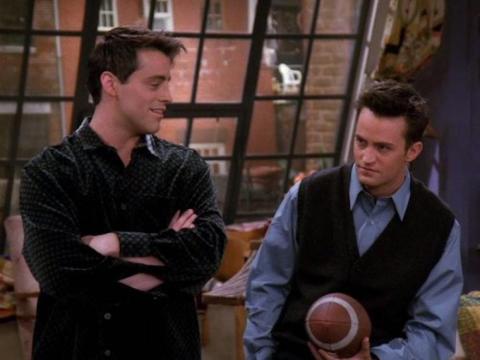 """Los actores Matthew Perry y Matt LeBlanc, interpretaron a compañeros de cuarto en la serie """"Friends""""."""