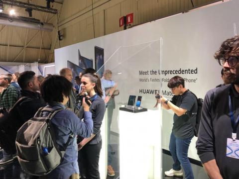 The crowd at MWC, gawking at Huawei's folding phone.