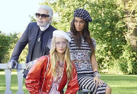 Joan Smalls y Karl Lagerfeld