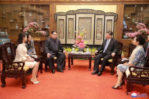 líder de Corea del Norte Kim Jong Un se reúne junto al presidente de China Xi Jingping