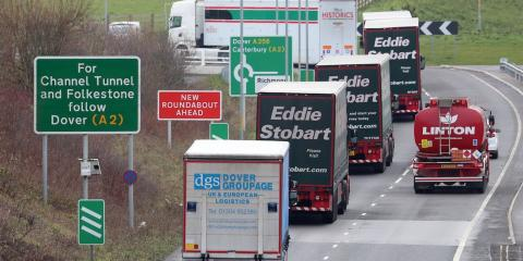Camiones en el puerto de Dover.