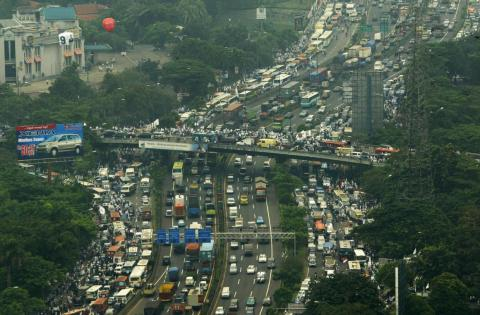 The main issue clogging Jakarta's streets and overburdening its roads is the 3.5 million daily commuters. In 2014, average vehicle speed was marked at 11 mph.