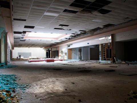 As the mall lost customers, several department stores abandoned their leases, and smaller tenants followed suit.