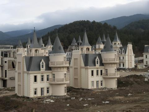 Meanwhile, in Turkey, a strange community of mini castles were built for the wealthy but has remained abandoned for years.