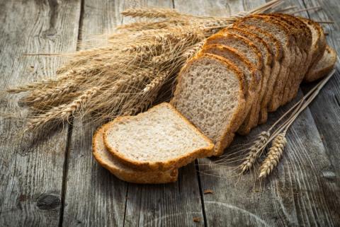 Pan de molde sobre una mesa