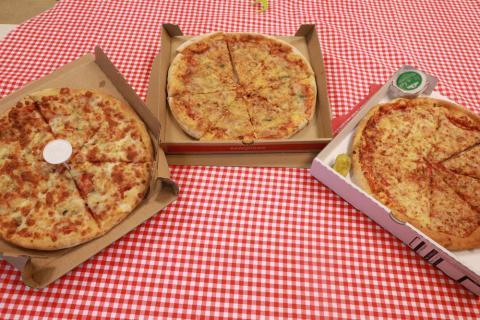 De izquierda a derecha: Domino's, Telepizza y Papa John's