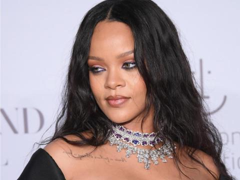 Rihanna asistiendo al 3er Baile Anual a beneficio de la Fundación Clara Lionel.