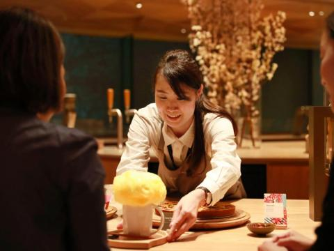 The Roastery is home to the largest Teavana Bar in the world, featuring tea-centric drinks such as the Golden-Sky Black Tea Latte, which is topped with turmeric cotton candy.