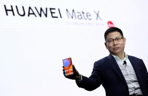Richard Yu, CEO de Huawei Consumer Business Group, presentó el móvil plegable Mate X en el Mobile World Conference 2019.