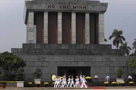 Soldados durante una ceremonia en el Mausoleo Ho Chin Minh en Hanoi en noviembre de 2015.