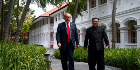 Trump y Kim dieron un paseo en el patio del Hotel Capella en Singapur durante su primera cumbre.