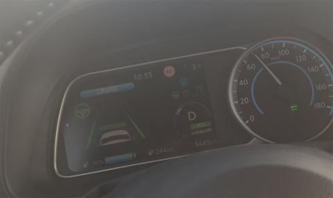 Hacer un viaje largo en un coche eléctrico implica no superar nunca los 90 km/h