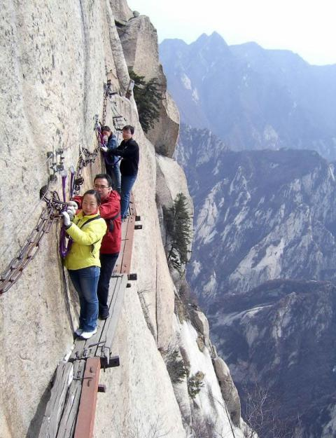 Huashan Mountain Cliff Hiking