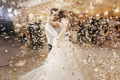 Novios en una boda