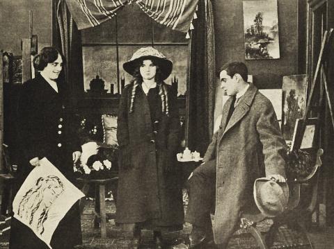 Florence Lawrence en el centro de la imagen, en una escena de A Head for Business (1911)