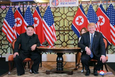 Kim Jong-Un y Donald Trump en Vietnam.