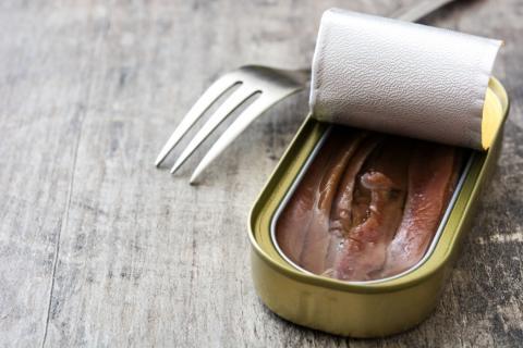 Una lata de anchoas