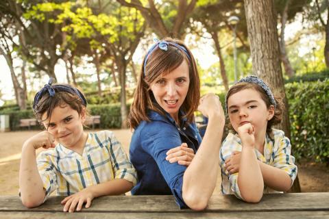 Una madre y sus dos hijas sacan músculo