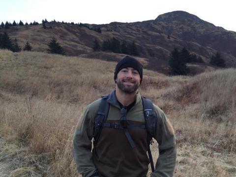 Adam La Reau pasó 12 años en los SEALs de la Marina, ascendiendo al rango de comandante en jefe. Cofundó O2x en 2013 con otros SEALs.
