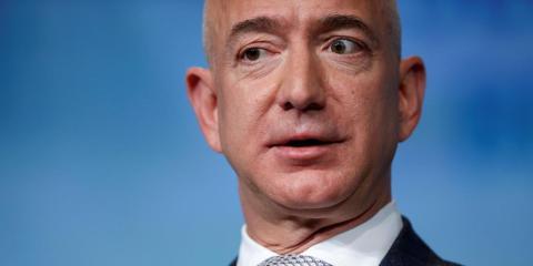 Jeff Bezos, CEO de Amazon, podría haber sido víctima de un software de espionaje para móviles.