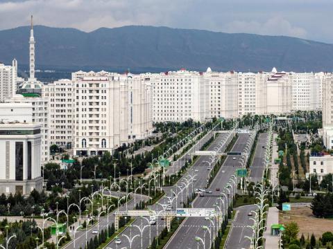 Ashgabat, Turkmenistán, está en gran parte vacío.