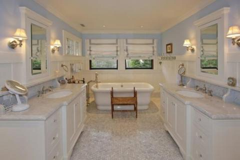 ... a bathroom with a tub and separate sinks ...