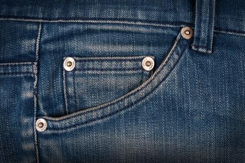 Bolsillo del pantalón vaquero