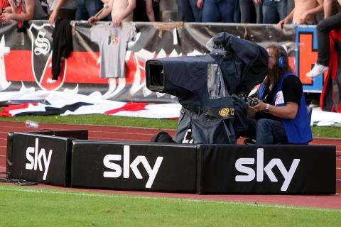 Un cámara de televisión en una retransmisión de Sky